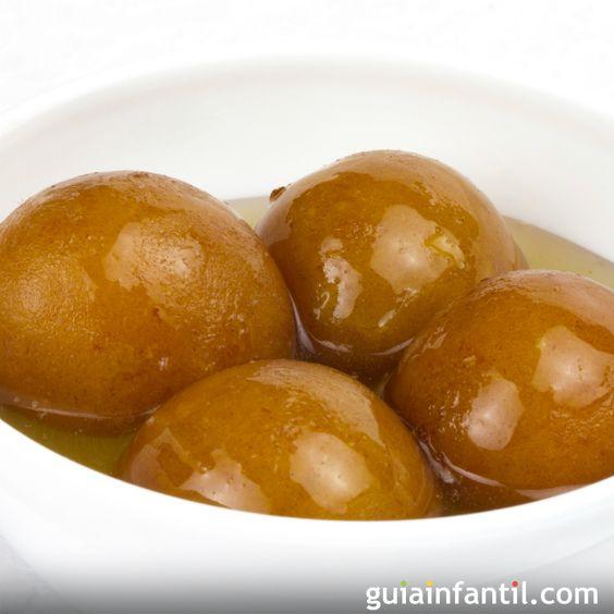 Al igual que todos sus platos, los postres indios son muy ricos en sabores y texturas, así que Guiainfantil.com te trae la receta del postre indio por excelencia para lo cocines para tus niños: el Gulab Jamun.