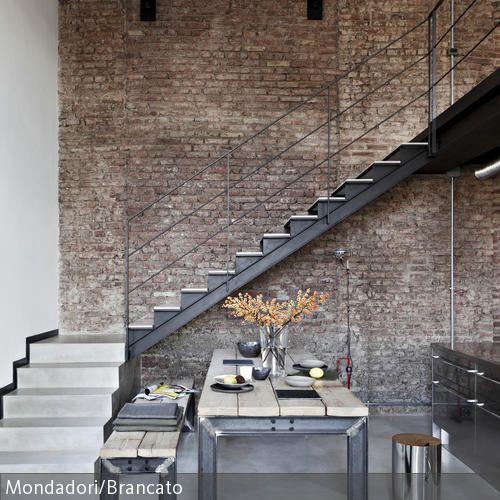 esstisch aus metallgestell und holzplatte mit passender sitzbank h te loft und modern. Black Bedroom Furniture Sets. Home Design Ideas