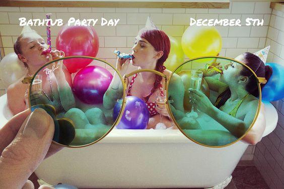 Bathtub Day // December 5 // #RayBanRound RB3447 001 // http://neverhi.de/u8qa
