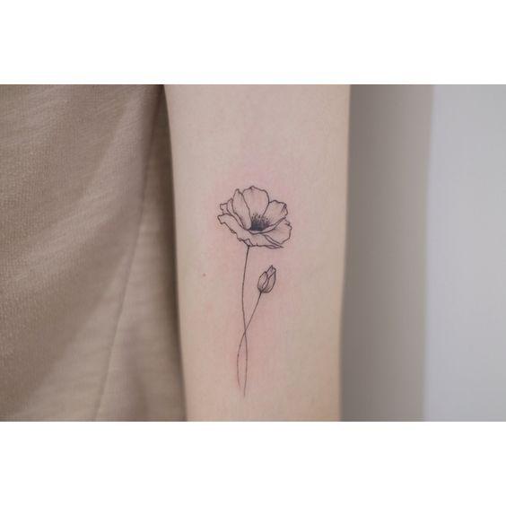 Sohye Tatowierung Sohyetattoo Tattoo Flowertattoos In 2020 Flower Wrist Tattoos Poppy Flower Tattoo Small Poppy Flower Tattoo