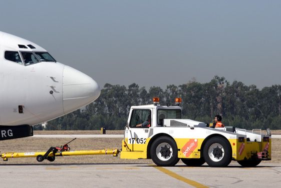 Get #Equipment to Perform #Aircraft #Pushback \ Keep the Engine - airport ramp agent sample resume