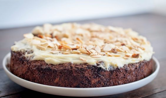 GourmetGirlfriend: How to make a Date, Carrot & Walnut Cake