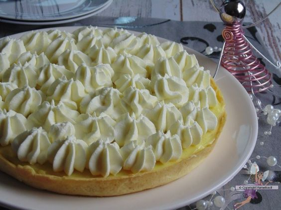 La fabuleuse tarte à la crème. Recette de cuisine ou sujet sur Yumelise blog culinaire. Une tarte délicieuse : une pâte sablée, une crème pâtissière bien vanillée et une chantilly extra !