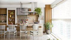 A ideia de reforma do terraço era transformar a varanda num espaço de convivência para que a anfitriã pudesse cozinhar ao lado da família
