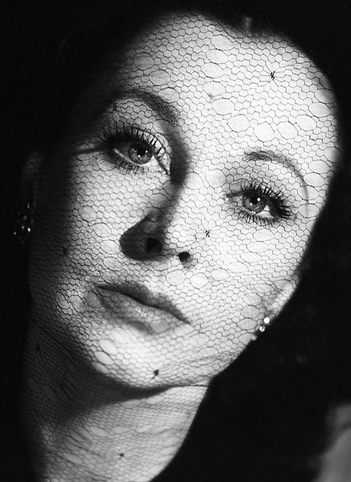 Detail of a photo of Vivien Leigh by Cecil Beaton for Vogue, Paris, November 1944: