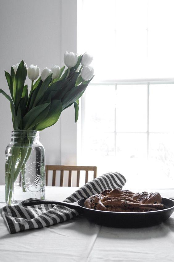 White tulips, tulip arrangement, tulip arrangement simple, flowers in vase, flower arrangements for home, flower arrangements simple, flower arrangements for table A Messy Bun Kitchen: Mandy Tetrault