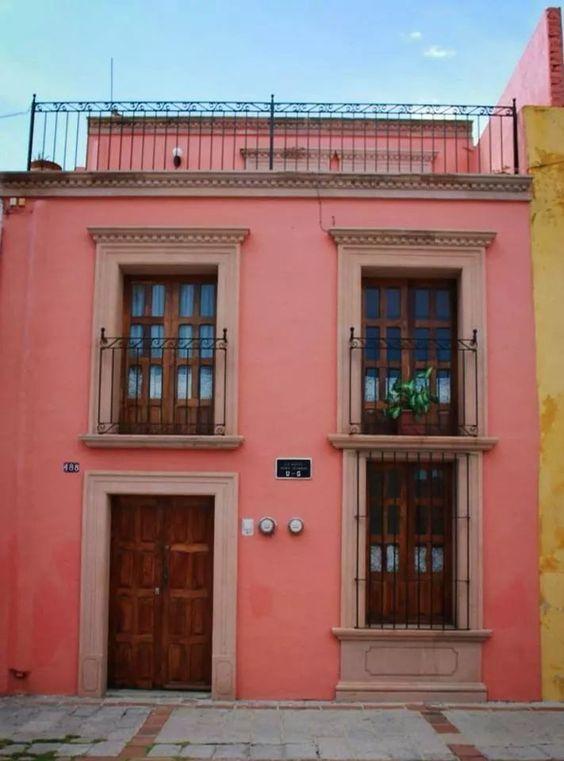 Colores Para Pintar Las Fachadas De Casas Colores Para Pintar Una Casa Por Fuera Colores Para Exteriores De C Colonial House Mexican Style Homes Mexico House