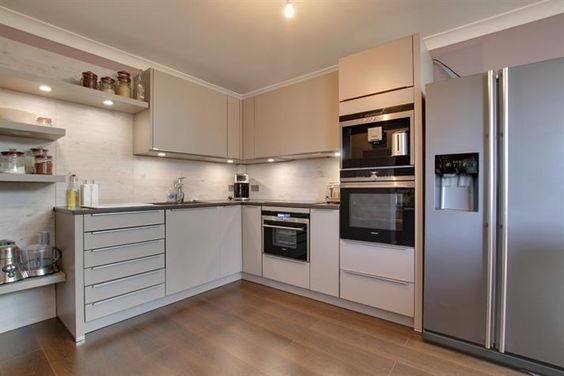 This fabulous kitchen has been fitted with German PRONORM units and 'Siemen' appliances