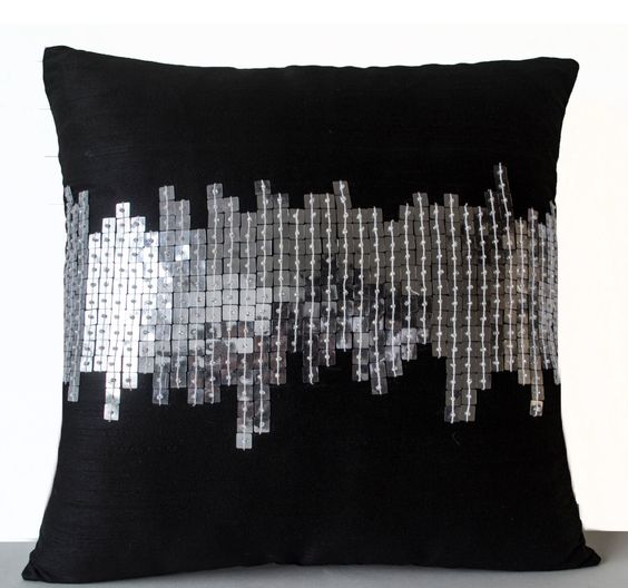 Almohada decorativa - negro pequeño almohada - almohadas de plata negro - decorativo Throw Pillow-lentejuelas plata almohadas - geométricas almohadas -14 x 14 - regalo de AmoreBeaute en Etsy https://www.etsy.com/mx/listing/203698409/almohada-decorativa-negro-pequeno