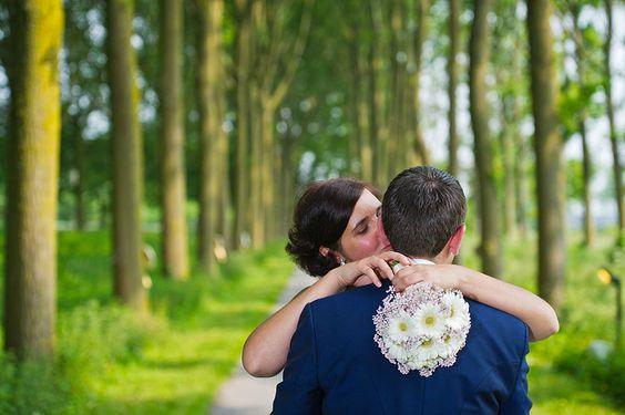Trouwkoppel en bruidsboeket