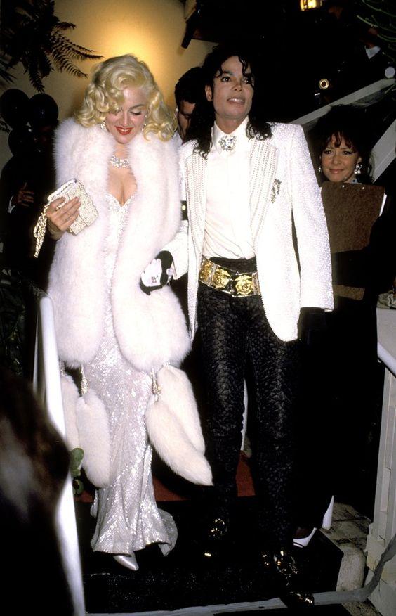 Pin for Later: Die 85 unvergesslichsten Kleider der Oscars – von 1939 bis 2015 Madonna bei den Oscars 1991 in Bob Mackie