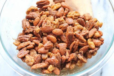Spicy Cinnamon Sugar Candied Nuts - So addictive, so sweet, and so perfect for a budget-friendly holiday gift!