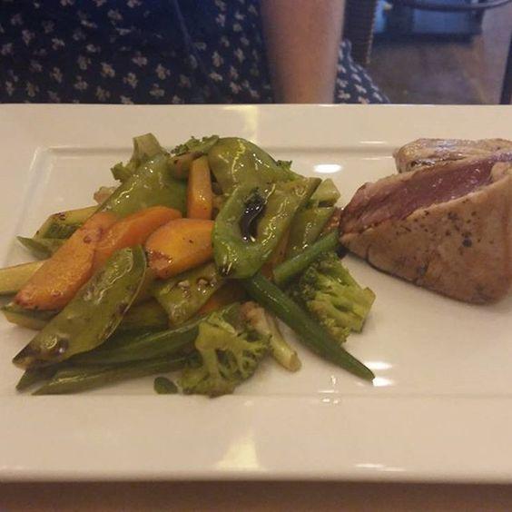 Atum selado e legumes #tartuferiasanpaolo #italianfest
