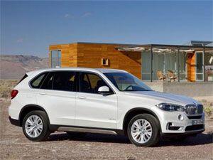 Jutros nas je BMW obradovao sa svim detaljima treće generacije svog najuspešnijeg terenca, X5-ice. Kao što smo već pomenuli, dizajn je evolucija postojeće linije sa stilskim detaljima preuzetim sa aktuelne 3-ke i 5-ice, kao i koncepta X4.