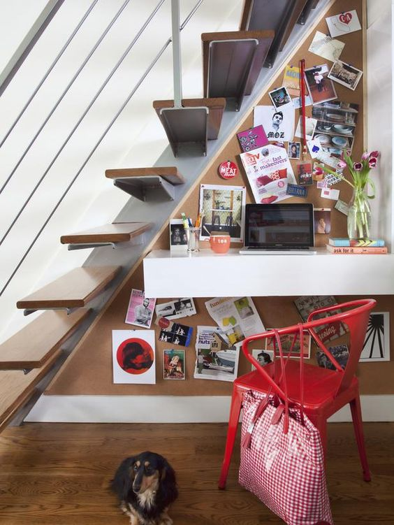 Take advantage of unused space: the small, triangular space beneath the stairs does double duty as a tidy workstation. (http://www.hgtv.com/decorating-basics/small-space-solutions-for-the-kitchen-and-living-room/pictures/page-11.html?soc=pinterest)