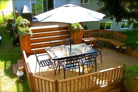 Patio avec palier projet patio pinterest patio for Construire deck piscine