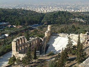 Odeo di Erode AtticoùL'odeo di Erode Attico (in greco Ωδείο Ηρώδου του Αττικού) è un piccolo teatro in pietra situato sul pendio meridionale dell'Acropoli di Atene, originariamente coperto e pensato per esecuzioni musical