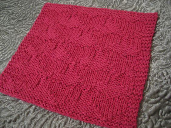 Knit Dishcloth Pattern Ravelry : Heart Dishcloth by chemicallyblonde - Free Pattern shown on Ravelry - Knittin...
