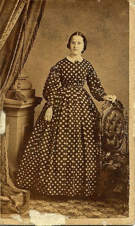 Women's Civil War Fashions I'd like to share with you some of my old photos from Civil War days - women dressed in those delightful large-skirted outfits complete with hoop-skirts.  Enjoy! This is ...