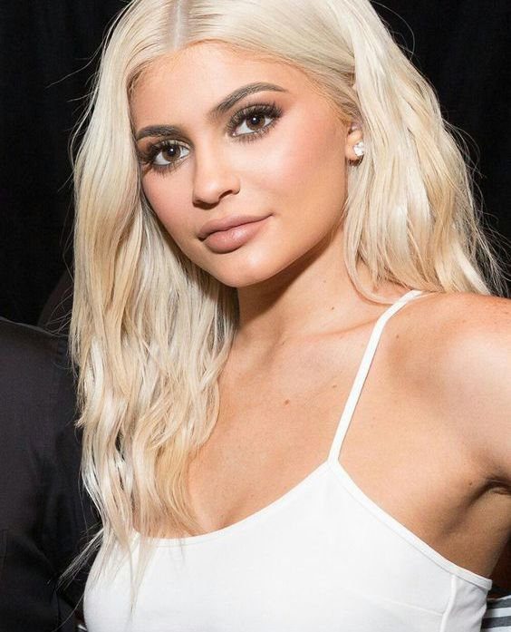 Ideas To Go Blonde Long Warm Blonde Allthestufficareabout Com Kylie Jenner Blonde Hair Kylie Jenner Hair Kylie Jenner Short Hair