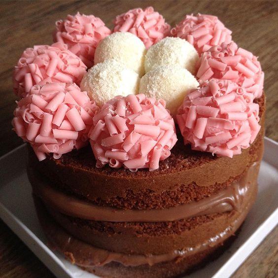 Já pensou em montar seu próprio Mini Naked Cake? Aqui você pode! Escolha sua massa, recheio e decoração e viva uma vida mais doce!  Para mais informações entre em contato através do e-mail  jmpatisserie@gamil.com