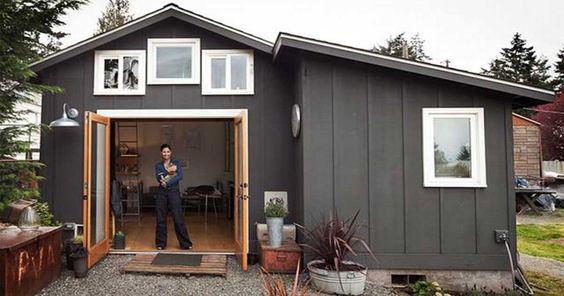 Una artista transforma su viejo garaje en una casa diminuta.