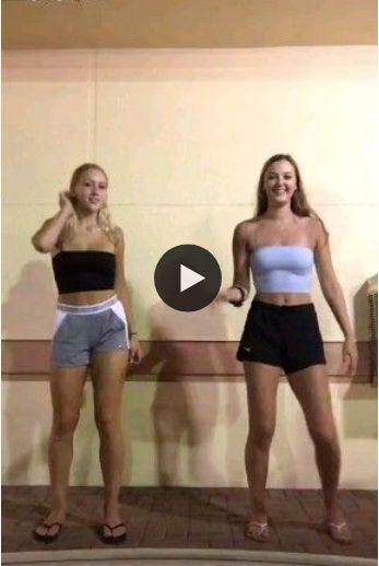 Dança estranha de meninas.