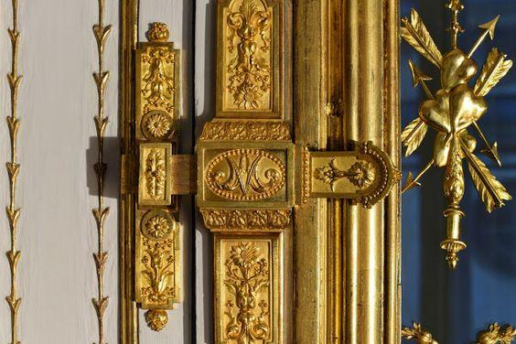 Détails après restauration, des boiseries, des dorures et des bronzes du Cabinet de la Méridienne.