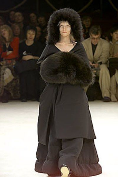 Yohji Yamamoto Fall 2000 Ready-to-Wear Collection Photos - Vogue