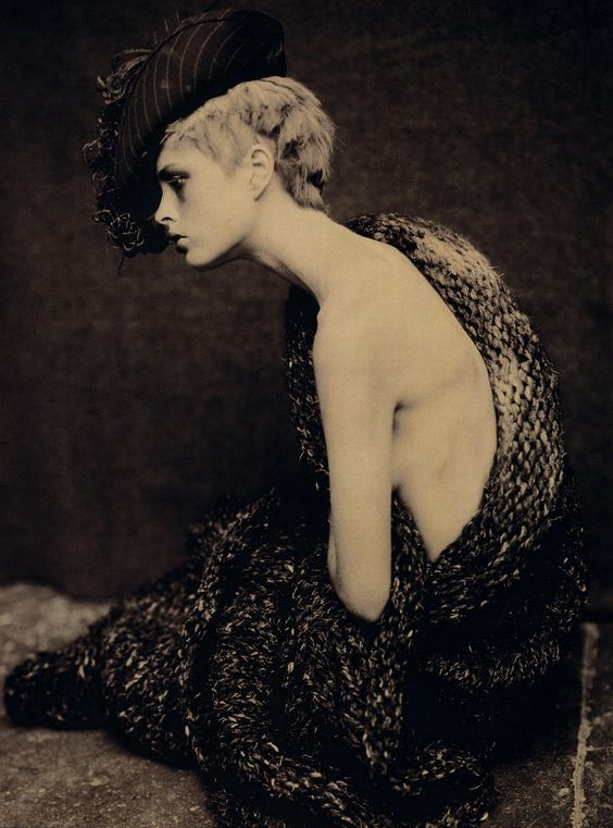 saloandseverine: Vogue Italia December 1996, Renaissance by Paolo Roversi: