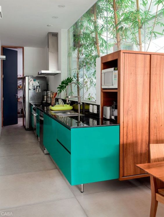 armarios coloridos na cozinha