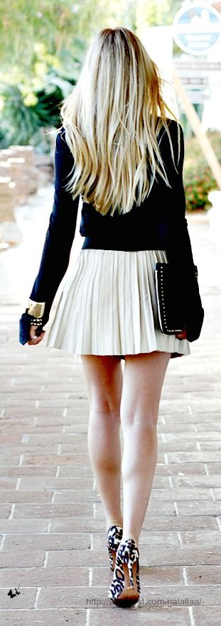 Mini jupe avec pull !!: