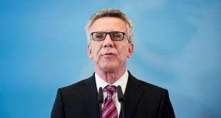 Innenminister Thomas de Maizière: Kritik an Amtsführung. Foto: Reuters - Reuters http://www.msn.com/de-de/nachrichten/politik/de-maizi%c3%a8re-in-der-kritik-%e2%80%9ezwischen-alarmmeldungen-und-beschwichtigungen%e2%80%9c/ar-BBw6VU2
