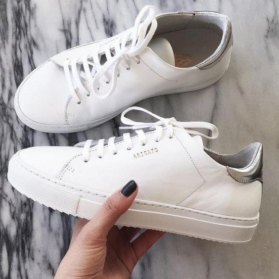 Axel Arigato Clean 90 sneakers with a silver metallic heel. Picture via Los Angeles based blogger Natalie Liao #axelarigato