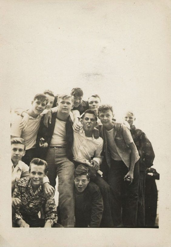 What would a teenage boy in 1920 London wear?
