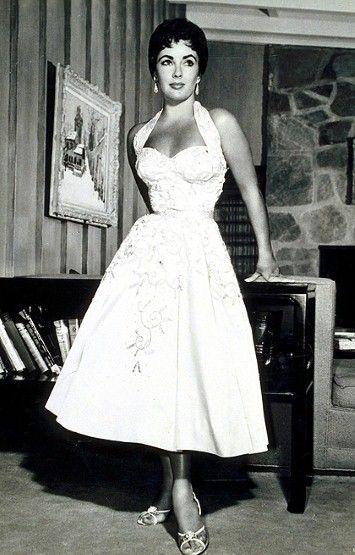 Simon Says Something Stylish: Style Icon of the Day: Elizabeth Taylor