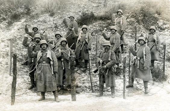 Групповое фото немецкой штурмовой группы; ~ 1918-й год