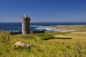 Doonagore Castle, Doolin, Co Clare, lies in a most fabulous setting with the deep blue Atlantic Ocean as a backdrop.