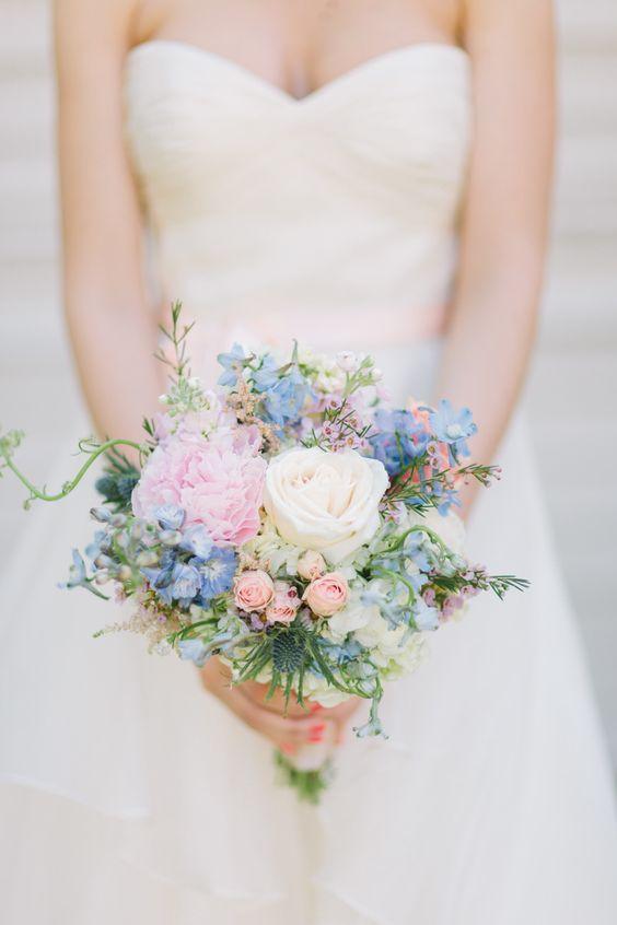 Bouquet de mariée pastel. #weddingbouquet #catch
