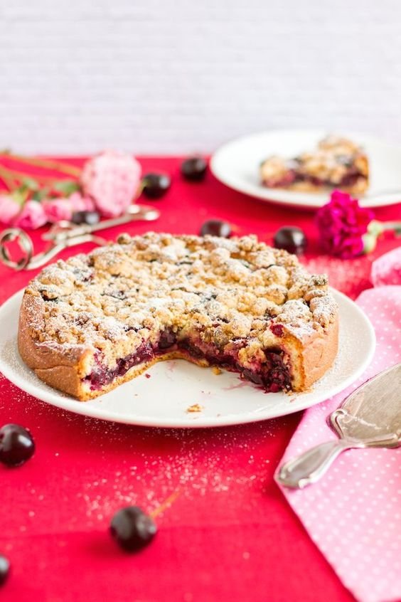 Streuselkuchen mit Kirschen & Marzipan // Streusel Cake with Cherries & Marzipan
