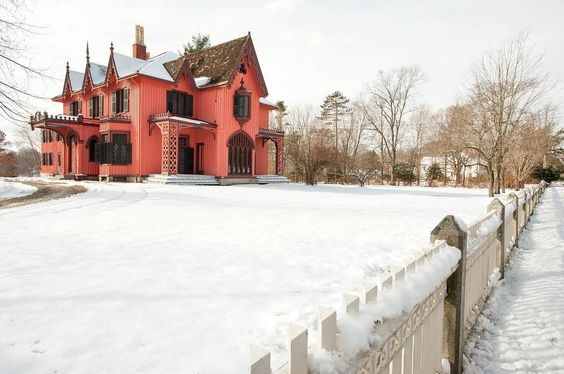 #TBTravel: the beautiful Roseland Cottage, a national historic landmark, was built in the Gothic Revival style in 1846 with steep gables, decorative bargeboards and ornamented chimney pots. What's your favorite historic landmark in CT?