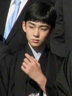 左手の角度がポイントの八代目市川染五郎のかっこいい画像
