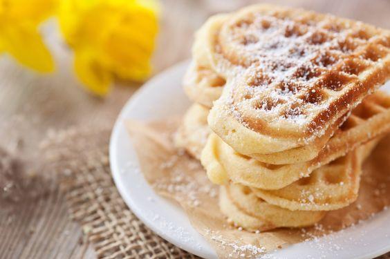 Leckere Waffeln zum Kaffee? Sie sind schnell gemacht und die Buttermilch verleiht ihnen den besonderen Pfiff.