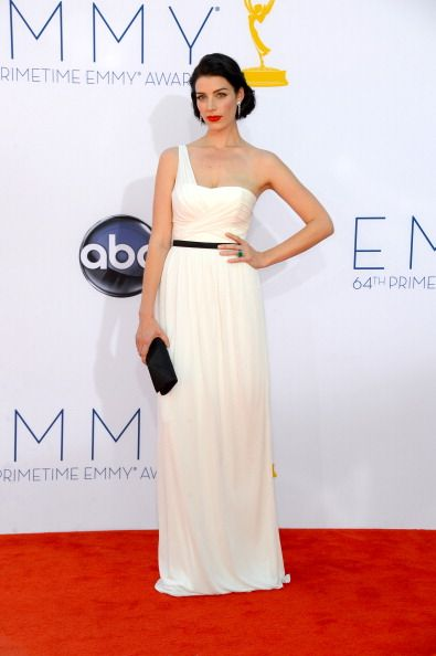 Jessica Pare at the Emmys 2012. So classic and beautiful!