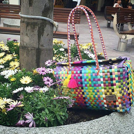 mucho color en ixu bolsas artesanales tejidas a mano mexico buscanos en facebook como ixu