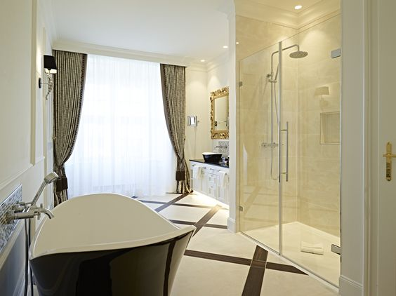 The royal bathroom. The Schloß Schönbrunn Grand Suite is just in the center of the beautiful Schönbrunn Palace. If you want to be a princess or a prince feel free to contact us. :) #feelingRoyal in a special hotel room. www.austria-trend.at/Suite-Schloss-Schoenbrunn/en/