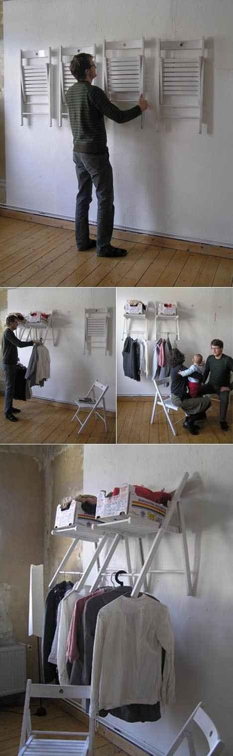 ¿Necesitas espacio extra en el armario? Construye uno con una silla plegable. | 53 trucos para organizar la ropa que te van a cambiar la vida de verdad