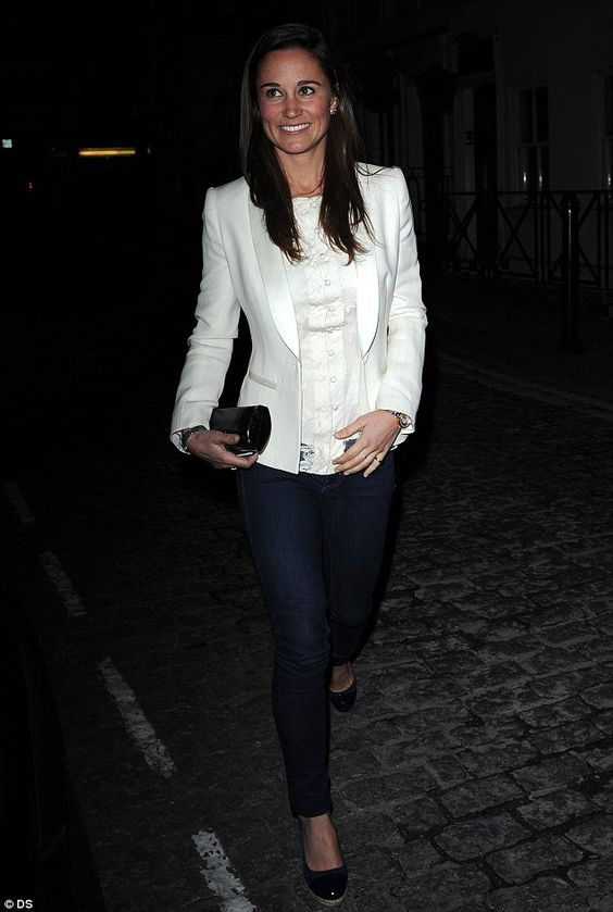Pippa Middleton dresses down in skinny jeans and wedges for a ...