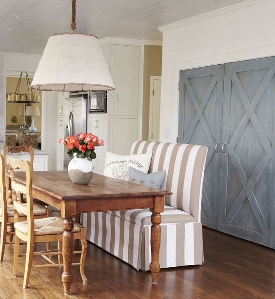 Bench seating for kitchen table dining room decor for Barn style kitchen table