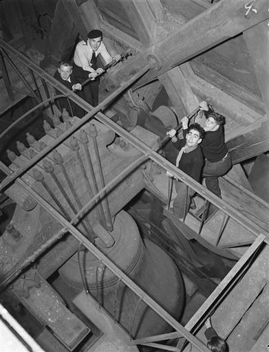 Paris 1949 Notre-Dame de París, la gran campana